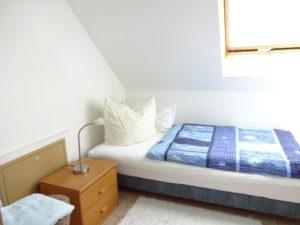 Schlafzimmer mir einer Schlafgelegenheit