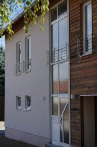 Außenansicht des Gebäudes mit Eingang zum Treppenhaus